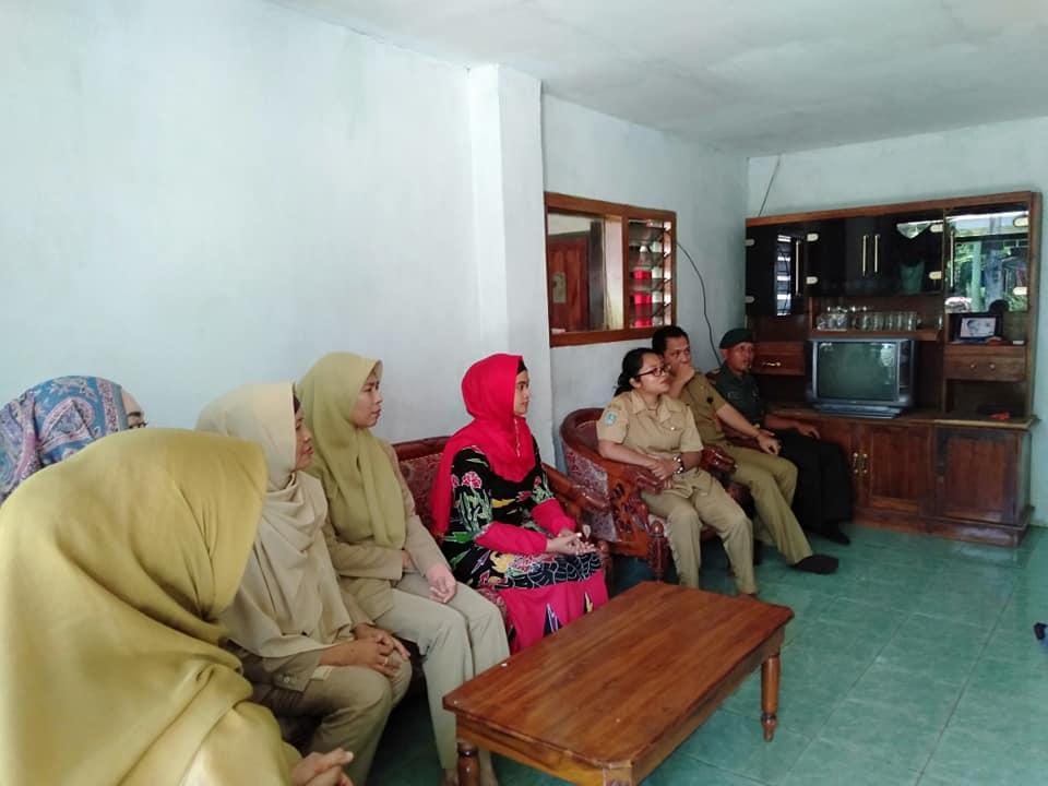 KUNJUNGAN SOSIAL KETUA TP-PKK KABUPATEN (BUNDA THORIQ) DI DESA DAWUHAN WETAN